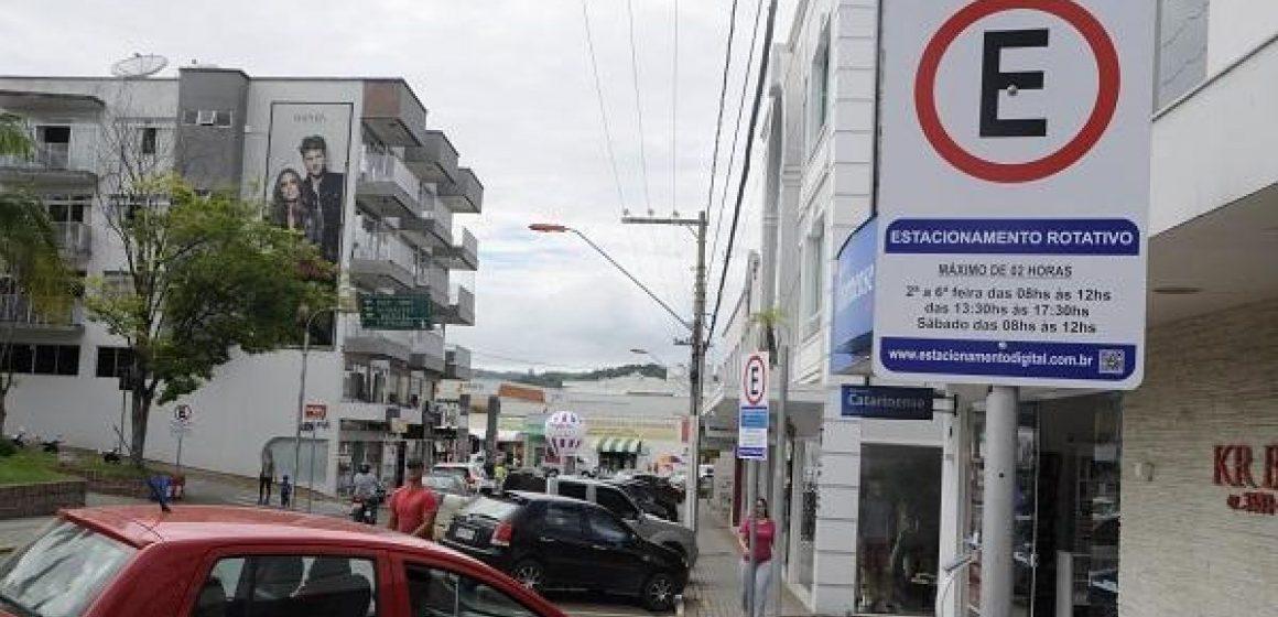 Comerciantes de Ituporanga fazem abaixo-assinado pela volta da área azul