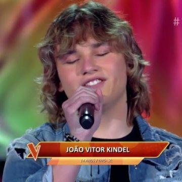 Ao se apresentar no The Voice Kids, cantor de Taió treina com Carlinhos Brown