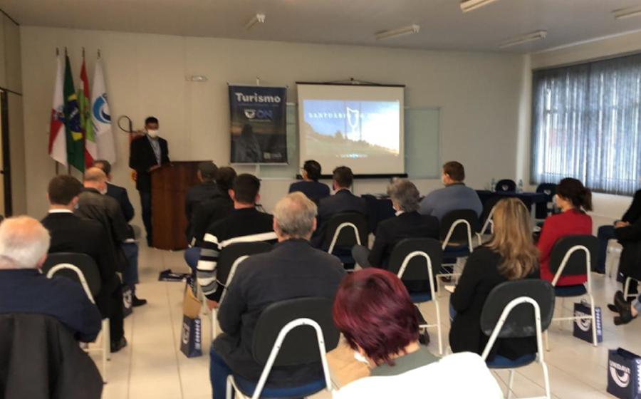 Unidavi apresenta curso de turismo para prefeitos da região da cebola
