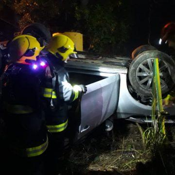 Jovem fica preso às ferragens em acidente de trânsito na BR-470