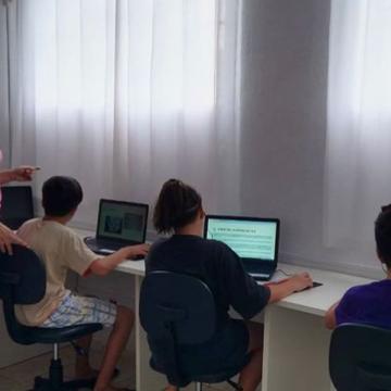 Fiesc Alto Vale do Itajaí repassa computadores para Lar da Menina e mantém arrecadação de equipamentos para outras instituições