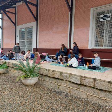 Ação educativa leva diversão e orientações sobre reciclagem para crianças da Barra do Trombudo