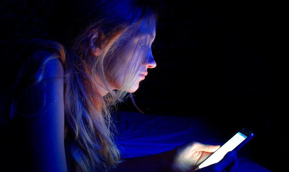 Você já ouviu falar sobre os problemas que a luz azul causa para a visão?
