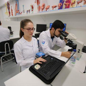 Estudantes de medicina passam a auxiliar com consultas pediátricas no Hospital Regional e na UPA