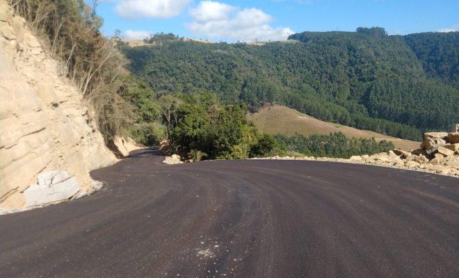 Apesar da previsão de conclusão no mês passado, Serra do Tucano, no trecho de Rio do Sul, segue interditada