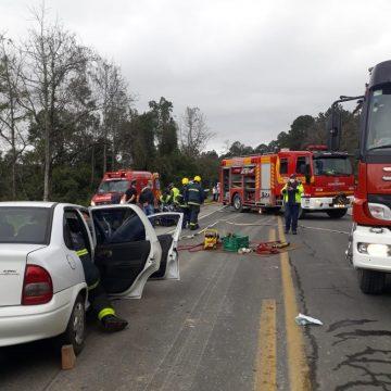 Batida seguida de queda em ribanceira deixa quatro pessoas feridas na BR-470, em Trombudo Central
