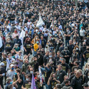Com intensa manifestação de servidores defronte à Assembleia Legislativa, deputados aprovam Reforma da Previdência