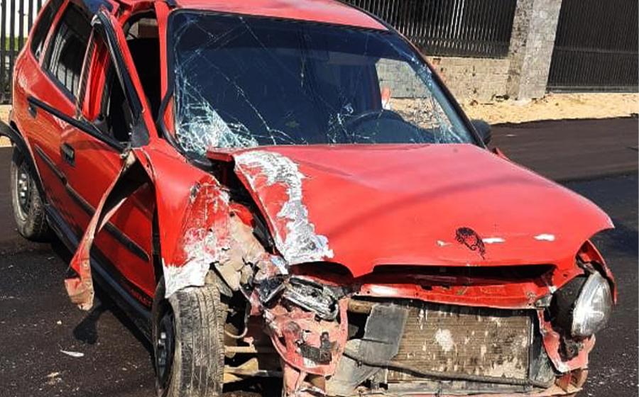 Motorista colide contra poste no centro de Presidente Getúlio