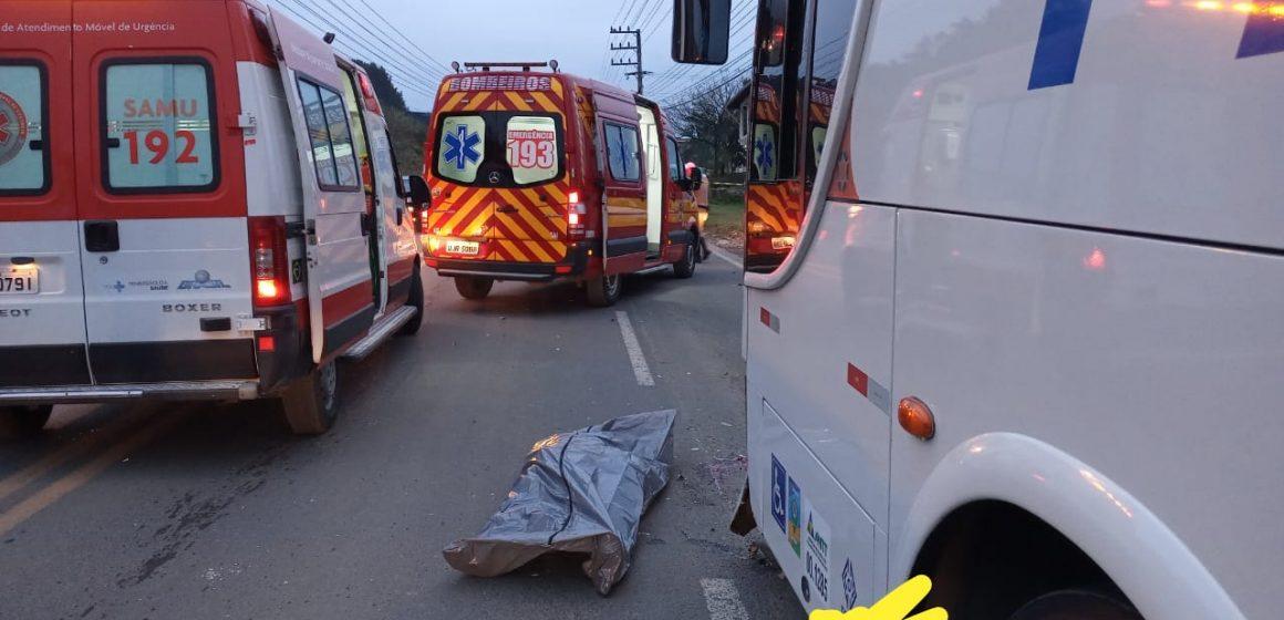 Motociclista, de 24 anos, morre em colisão frontal com um ônibus, em Taió