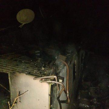 Incêndio atinge casa, em Imbuia