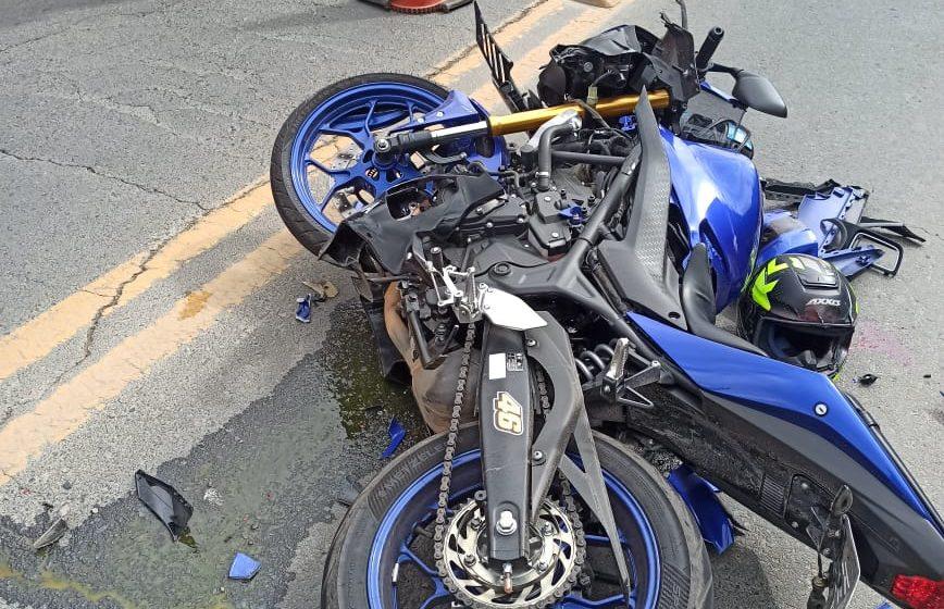 Após colisão entre carro e moto, jovem de 25 anos morre na SC-350