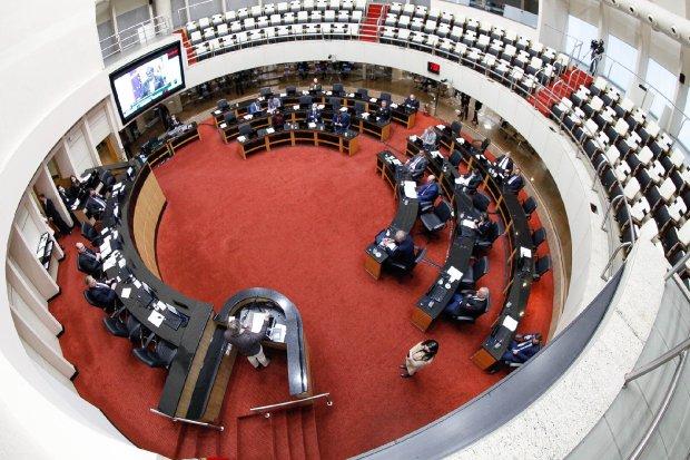 Com aprovação na Alesc, professores da rede estadual aguardam promulgação que estabelece remuneração mínima de R$ 5 mil