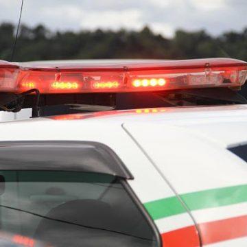 Jovem é detido após furtar objetos de carro estacionado em pátio de supermercado