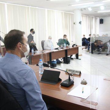 Vereadores formam grupo que vai avaliar permissão para parlamentares assumirem secretarias em RSL
