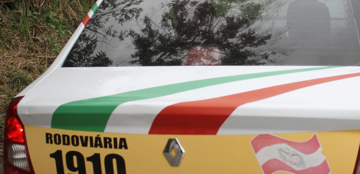 Motorista colide em poste e, depois, foge na SC-340, em Presidente Getúlio