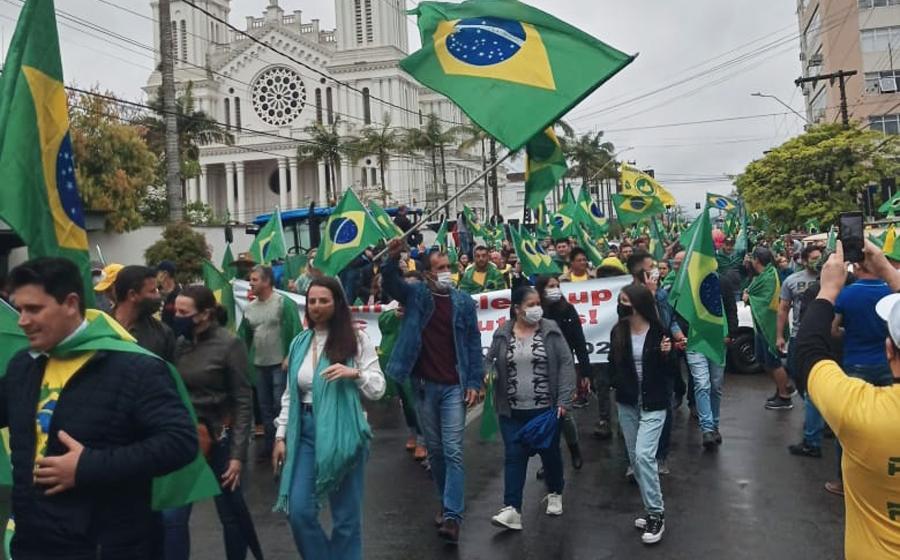 Organização estima que entre 4 e 5 mil pessoas participaram da manifestação, em Rio do Sul