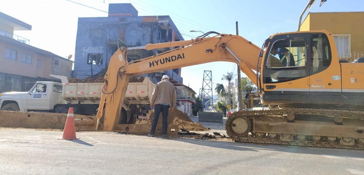 Prefeitura de Rio do Sul inicia obra de recapeamento da rua Princesa Isabel, em Rio do Sul