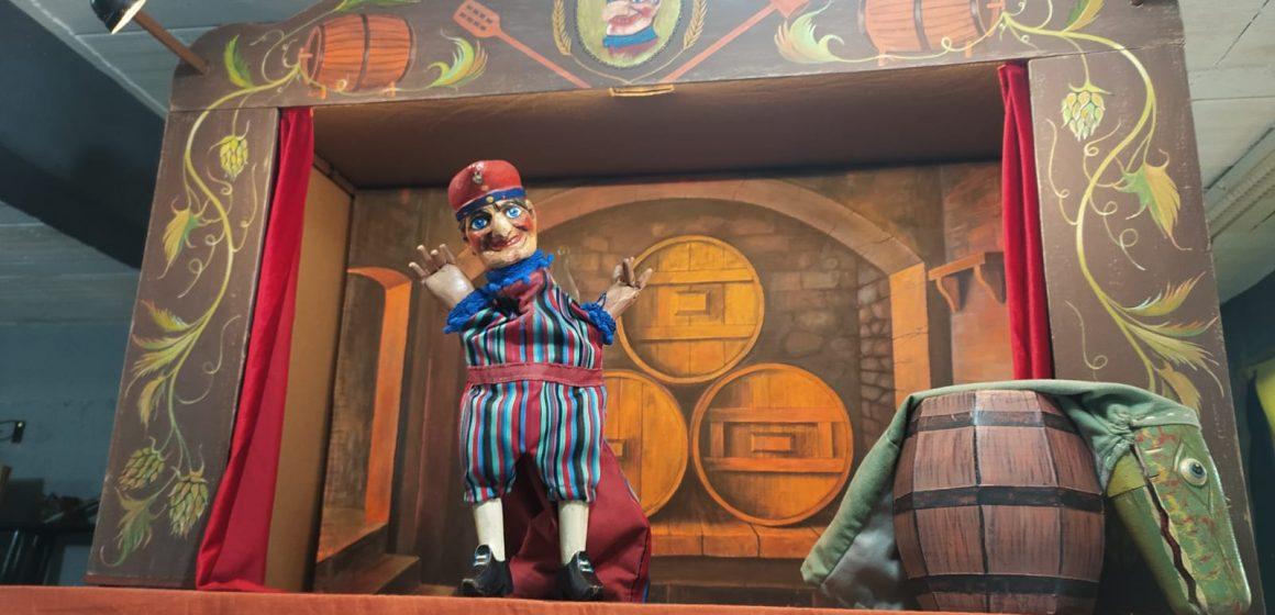 Teatro Embaixo da Ponte recebe apresentação do espetáculo Kasperl e a Cerveja do Papa