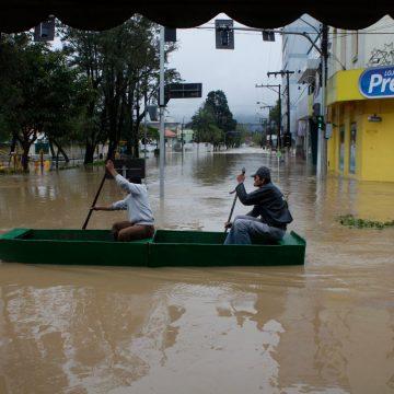 Série especial: no dia do pico da enchente de 2011, o rádio não desligou nem por um minuto