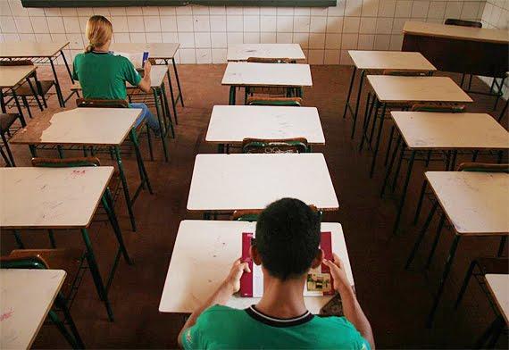 Evasão escolar preocupa em SC: 22 mil alunos estão fora da sala de aula