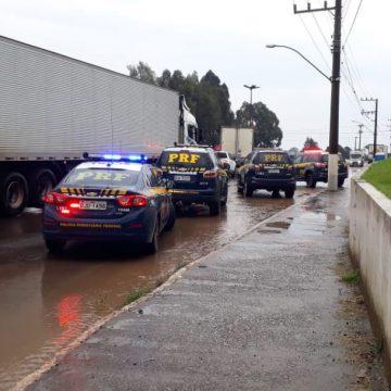 Bloqueios em rodovias federais ameaçam o abastecimento de combustíveis em SC