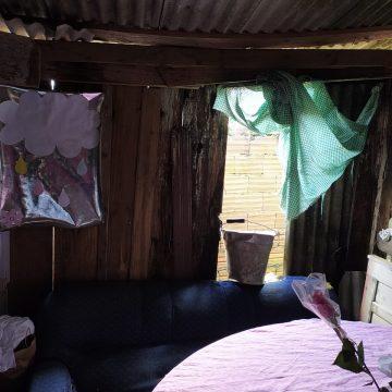 Moradora do bairro Barragem precisa de auxílio para consertar telhado da casa