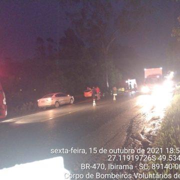Três pessoas ficam feridas após acidente na BR-470, em Lontras