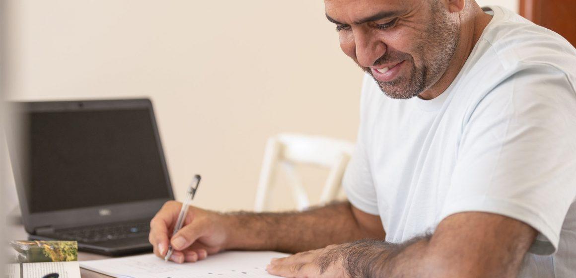 Trabalho do Sesi oferece aulas da Educação de Jovens e Adultos com foco no reconhecer dos saberes