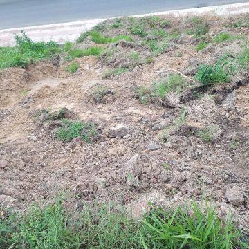 Empresário do bairro Taboão se preocupa com deslizamento nas proximidades da Estrada Blumenau
