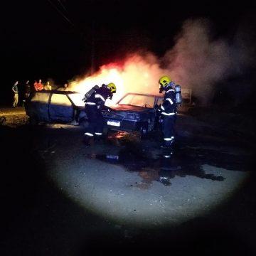 Incêndio atinge dois veículos, em Mirim Doce