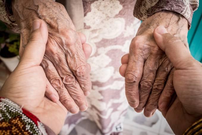 Caminhada, teatro e música fazem parte do cronograma de atividades voltada aos idosos, em Rio do Sul