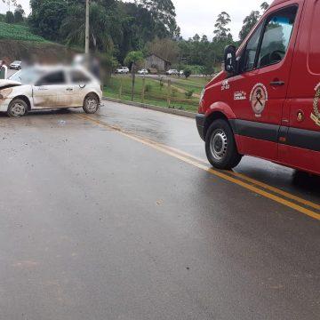 Veículo capota e condutora é resgatada em Presidente Getúlio