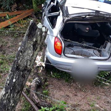 Jovem de 23 anos fica presa as ferragens após acidente em Laurentino