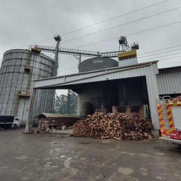 Incêndio atinge indústria de secagem de grãos, em Ituporanga